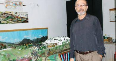 Javier Moreno, coleccionista de trenes.