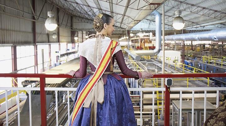 Raquel Alario, Fallera Mayor de Valencia, visitó las instalaciones de Amstel