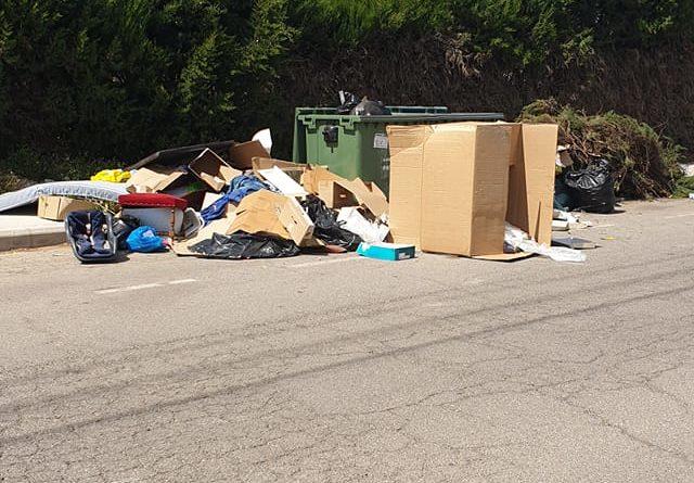 """Los vecinos de la Canyada critican que la limpieza que realizan desde el Ayuntamiento """"nunca llega a sus calles"""""""