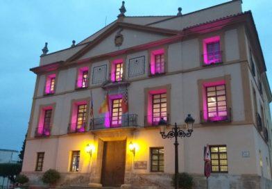 Paterna se ilumina de rosa por el Día Mundial contra el Cáncer de Mama