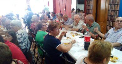 Casi 200 personas llenan la sede del PP de Paterna en una multitudinaria paella el 9 d'ocubre